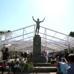 Evenemangstält med transparenta takdukar