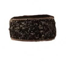 Bred med blandade stenar svart