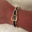 Bältesarmband på guldfärg svart