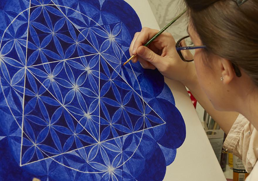 Vill du köpa mandalamålning? Beställ din personliga mandala tavla av mandala konstnär Mariana Lukjanovic  - Mandala Art by Mariana. Beställ din mandala här…