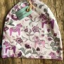Mössa dalahäst finns i flera färger - Mössa dalahästar rosa/lila stl 52/54