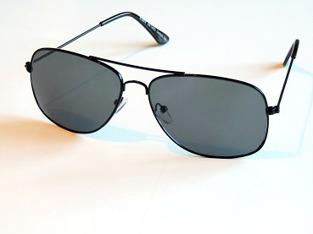 Solglasögon Lasse svarta