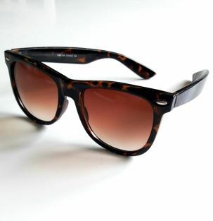 Solglasögon Solbritt , finns i 2 färger