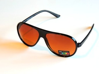 Solglas plast pilot Ebbe , finns i flera färger