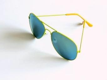 Solglas pilot Unik med färgade ramar