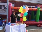 Ballong och sockervaddsutdelning till alla barn  var en del av familjedagen på Ica Maxi