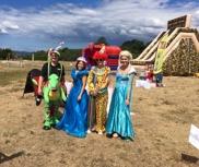 JBT företags familjedag. vi hade clown, ballongfigurer, elsa, prinsessa, rutschkana, spindelmannen hoppborg, utdelning av popcorn, sockervadd. precis vid stranden