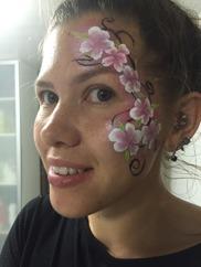 Ansiktsmålmning är populärt på barnkalas. vi kommer ut som clown eller prinsessa och underhåller samt målar barnen.