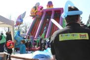 Ballongfigurer i MFFs färger ingick i inträdet