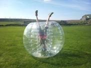 Bubbelfotboll även kallat bumperball är en superrolig aktivtet, bra för svensexor och företagsevent/teambuilding