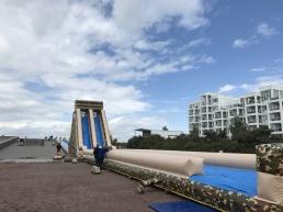 40m vattenslide på backen, följt av 8m hög vattenrutschkana och ytterligare 20m vattenslide.