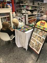 Hyr ansiktsmålning till din butik! Här sitter vi mitt inne i Ica butiken i Lund.