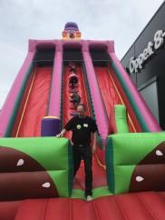 I 10m hög rutschkana är butikschefen lika road som barnen. Coop Hbg event 2017.