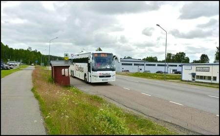 Swebus linje 888 Stockholm - Oslo - Stockholm använder hållplatserna vid E18, ca 1 km från Töcksfors centrum i riktning mot Årjäng, för av- och påstigning - klicka på bilden.