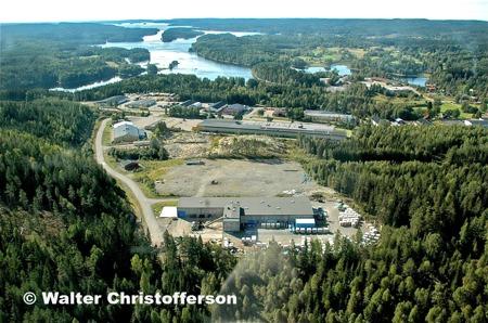 Källhultets och Ståltorpets industriområden med utsikt över sjön Foxen.