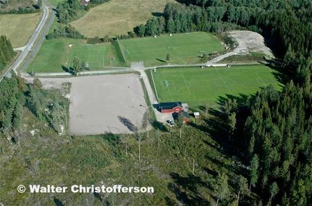 Fotbollsarenan Hagavallen söder om Töcksfors centrum.