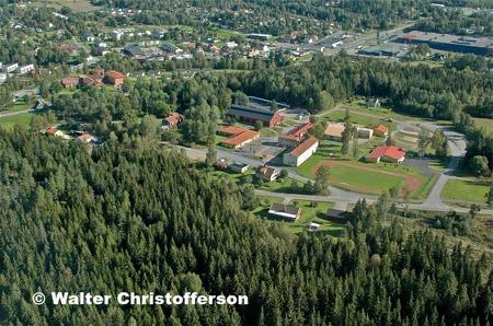Töcksfors skola, sporthall och isbana.