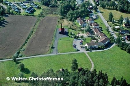 Fjärrvärmecentralen och hyreshusen vid norra delen av Bögatan.