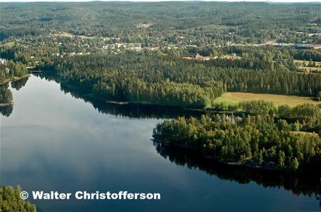 Ärttjärnsviken och i bakgrunden centrala Töcksfors.