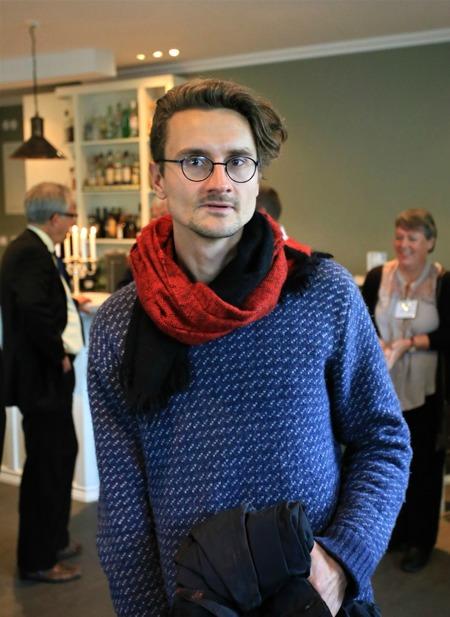 Konstnären Justus Braunschweig som skapat konstsmidesräcket.