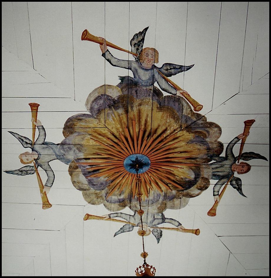 Målning i takets mitt från kyrkans byggnadstid.
