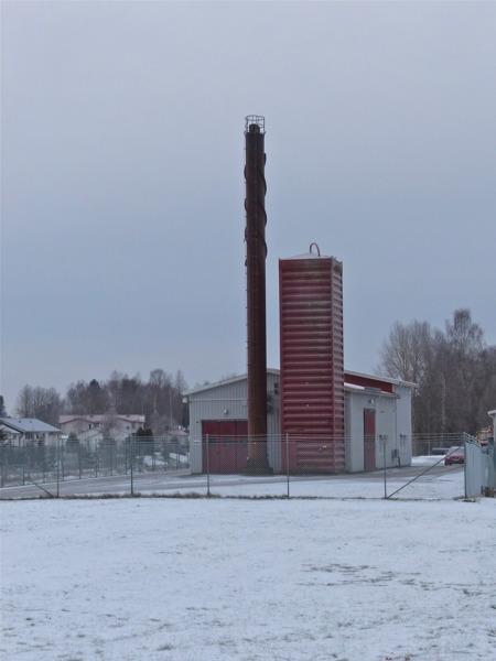Fjärrvärmepannan vid Bögatan är avstängd, nu är det nya fjärrvärmecentralen på Skärmons industriområde som värmer stora delar av Töcksfors samhälle.