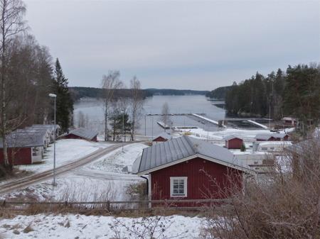 Sandvikens camping, båtklubbens småbåtshamn och sjön Foxen, i väntan på nästa sommar.