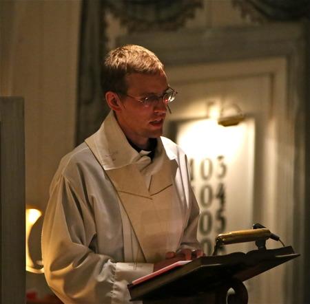 Församlingsprästen Nils Anshelm talade från predikstolen.