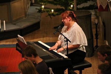 Tanja Halvardsson sjöng och spelade.