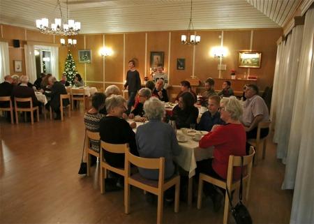 Efter Adventsmässan i Töcksmarks kyrka bjöds det på kaffe och tårta i Församlingshemmet.