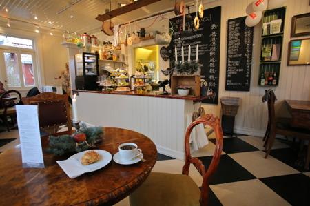 Och så blev det förmiddagskaffe på Bakergaarden Café i Örje.