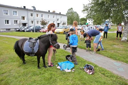 En ponny fanns också på plats för att barnen skulle få rida.