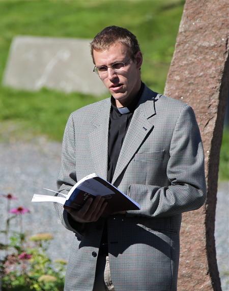 Församlingens präst Nils Anshelm