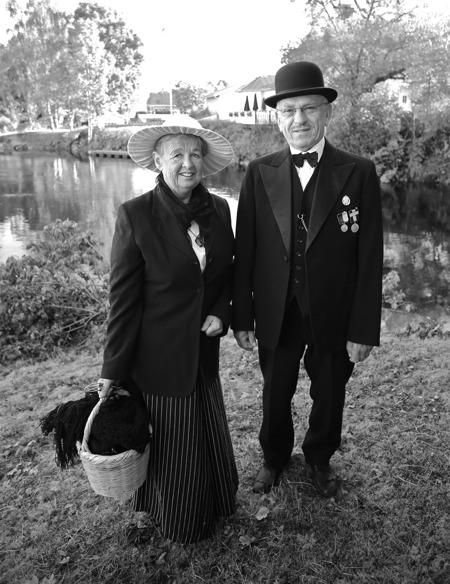 Gerd och Sverre Sanamon kom tidsenligt klädda. Sverres farfar Nils A:son Sanamon var en av initiativtagarna till byggandet av kanalen.