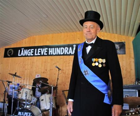 Kung Gustav V klar att starta det historiska spelet.