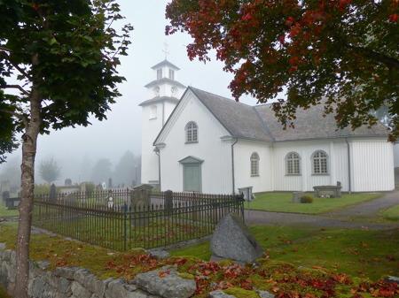 Töcksmarks kyrka en tidig höstmorgon.