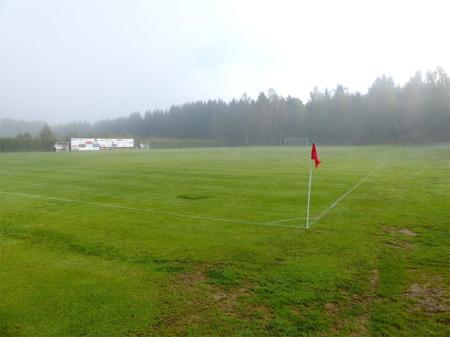 Hagavallens fotbollsplan ligger redo för dagens viktiga match.