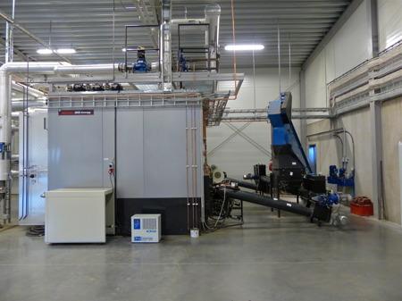 Pannorna i nya fjärrvärmecentralen jobbar för att ge många av Töcksfors invånare värme.