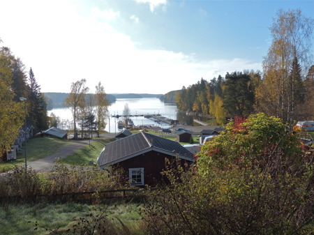Sjön Foxen, Båtklubben Rävarnas småbåtshamn och Sandvikens camping i höst-och vintervila.