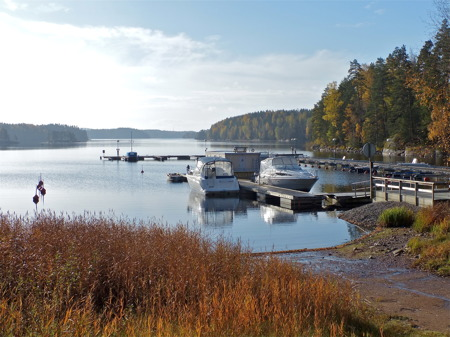 Båtklubben Rävarnas småbåtshamn i höst- och vintervila.