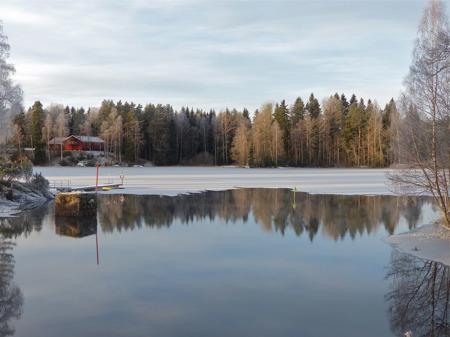 Kanalen är fortfarande isfri.