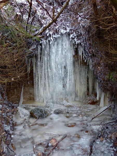 Trollfallet fryser till is.