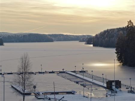 Sjön Foxen är isbelagd.