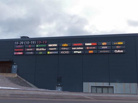 Ett urval av de butiker och restauranger som finns i Töcksfors shoppingcenter.