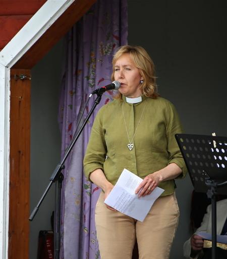 Anneli Diskerud Morken hälsade alla välkomna till den ekumeniska gudstjänsten.