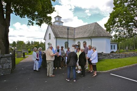 5 juli 2016 - Runar Patriksson samlade gruppen för att starta kyrkvandringen.