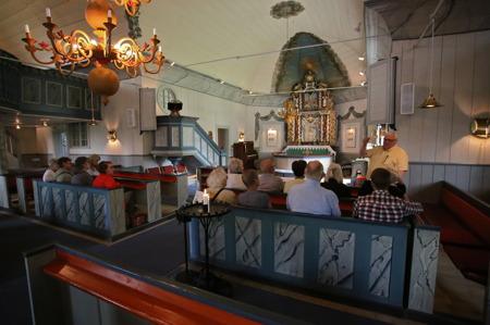 5 juli 2016 - Kyrkvandringen fortsatte inne i Töcksmarks kyrka.