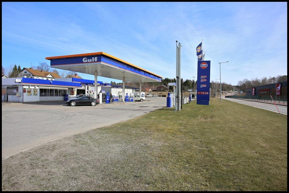 Gulf bensinstation intill E18 i östra delen av Töcksfors.