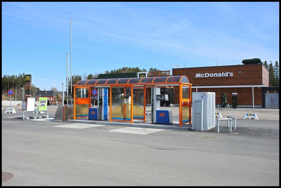 DinX bensinstation ( automatstation ) vid McDonald´s och Töcksfors Handelspark.