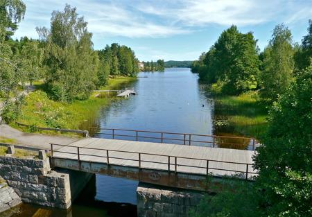 Gamla landsvägsbron vid Turistgården, med utsikt norrut mot sjön Töck.